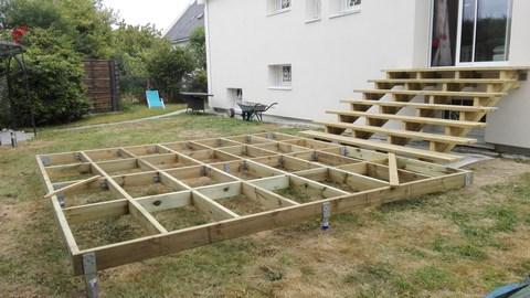 structure de terrasse sur vis de fondation