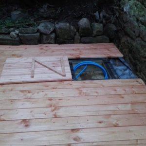 trappe ouverte pour le tuyau d'arrosage