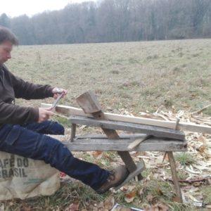 travail à la plane sur banc d'âne